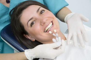 歯のセラミックの料金を解説!素材や治療範囲で異なる相場