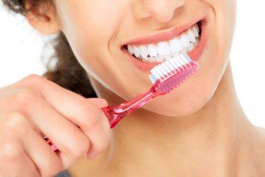 歯磨きをすると血がでる!原因と自宅でできる4つの対処法