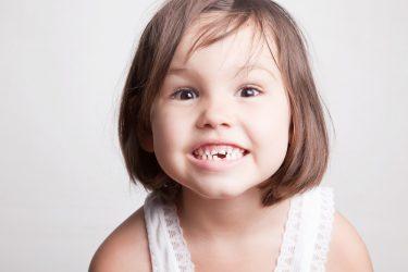 不安を解消!乳歯の生え変わり時期や順番の正しい知識