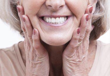 入れ歯が合わない時の応急処置!入れ歯安定剤の選び方