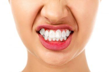 歯がボロボロに?無意識の食いしばりで起きる症状と治療法
