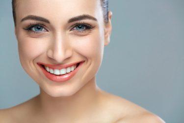 歯茎を美しく!黒ずみを除去するガムピーリング