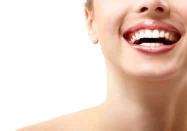 1日で前歯のすきっ歯や虫歯を治す!ダイレクトボンディング