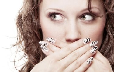 臭い息をスッキリ改善!4つの口臭の原因と対処法のまとめ