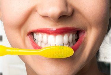 お口の健康から全身の健康も!歯茎マッサージの効果と方法