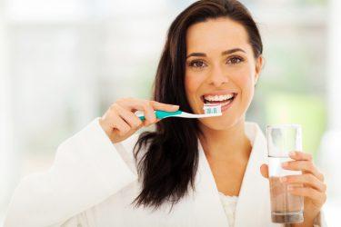 歯周病の予防や改善に!話題の水素水の効果と取り入れる方法