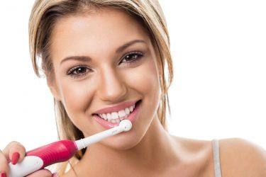 効果的に歯垢を落とす!電動歯ブラシの使い方とポイント!