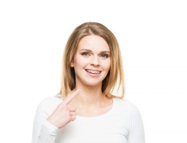 矯正治療はなぜ必要?歯並びが悪くなる原因から予防法を矯正専門医が徹底解説